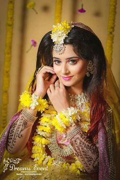 Fancy Jewellery, Mehendi, Bridal Makeup, Fresh Flowers, Wedding Bride, New Fashion, Jewelry Design, Mahira Khan, Flower Jewelry