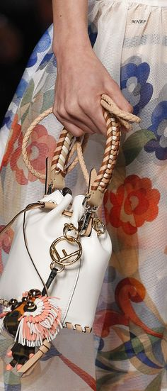 Fendi Spring 2018 Oh yea, baby. Trendy Handbags, Luxury Handbags, Fashion Handbags, Fashion Bags, Floral Fashion, My Bags, Purses And Bags, Sport Chic, Bcbg