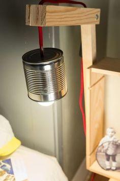 Le résultat : une table de chevet ultra pratique - Créer une table de chevet avec des caisses à vin - CôtéMaison.fr