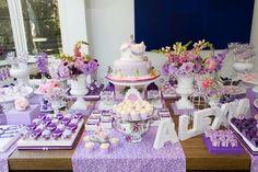 Decoração de festa infantil princesa Sofia mesa do bolo