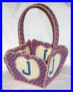 BASKET 1/3 Plastic Canvas Crafts, Plastic Canvas Patterns, Square Baskets, Pvc Projects, Plastic Baskets, Canvas Designs, Tote Pattern, Basket Bag, Canvas Board