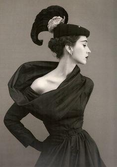 Dovima, circa 1950's  Photographer: Richard Avedon  Dress by #Balenciaga