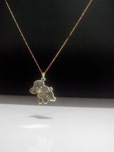 Pingente de poodle em metal com banho de ouro 18k. #poodle #doglovers #caes