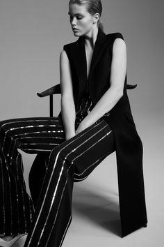 http://www.vogue.com/fashion-shows/pre-fall-2017/mugler/slideshow/collection