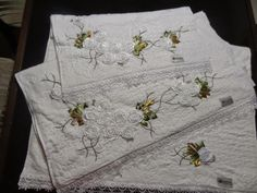 LOY HANDCRAFTS, TOWELS EMBROYDERED WITH SATIN RIBBON ROSES: BOM DIA