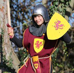 PACK GARNET. Disfraz niño, caballero Medieval color granate