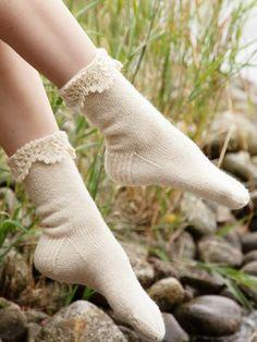 Ravelry: Kuohu Socks pattern by Sari Nordlund Crochet Chain, Crochet Hooks, Wool Socks, Knitting Socks, Lace Patterns, Knitting Patterns, Knitting Projects, Provisional Cast On, 4 Ply Yarn