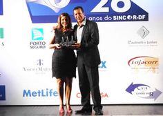 Angela Tegami, Presidente do CCS da Costa da Mata Atlântica, é homenageada no XIV Troféu Alvorada 2014 em Brasília.