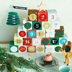 クリスマスまでのカウントダウンにアドベントカレンダーはいかがですか? 12月1日から24日まで毎日1つずつカレンダーを開けていき、子どもと一緒にクリスマス気分を盛り上げていきましょう♪ 中に入れるものは、チョコレートなどのお菓子や小さなおもちゃなど、子どもが喜びそうなものなら何でもOKです。 家にあるものや100均などを上手に使って、簡単で可愛い手作りアドベントカレンダーを作ってみましょう。