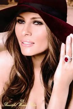 Melania Tramp is a beautiful Slovenian lady with a charming personality. Melania Trump Pictures, Melina Trump, Melania Knauss Trump, Trump Hat, First Lady Melania Trump, Most Beautiful Women, Donald Trump, Hair Makeup, Celebrities