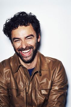 He's handsome, hairy and hopeless with a scythe - it's Aidan Turner, aka the star of smash BBC drama, Poldark. Aidan Turner Poldark, Ross Poldark, Poldark 2015, Demelza Poldark, Poldark Series, Aiden Turner, Aidan Turner Funny, Bbc Drama, Out Of Touch