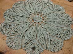 Tischdecken - runde, romantische Tischdecke gehäkelt *Fleur* - ein Designerstück…
