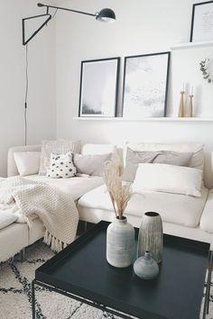 Sonntagsmodus... | SoLebIch.de Foto: HausNr 28 #solebich #wohnzimmer #ideen #skandinavisch #Möbel #Einrichten #modernes #wandgestaltung #farben #holz #dekoration #Wohnideen #Einrichtung #interior #interiorideas #livingroom #weiß #creme #bilder #kerzenständer