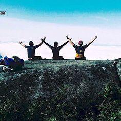 Contemplando o que há de melhor na vida... ☀☁ #aventure #aventuras #aventureiros #aventureirosbr #trekking #trip #mochileiros #nature #natureza #naturezaperfeita #natgeo #gopro #vsco #lifestyle #friends #amigos #ecoturismo #adventure #goprobrasil #profissaoaventura