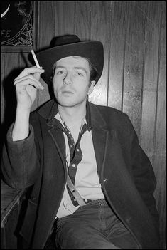 Interview: Joe Strummer - CLASH ON DELIVERY; Joe Strummer, is back in the saddle with his first solo album in a decade which coincides with the release of the live Clash collection From Here To Eternity Live. Joe Strummer, The Clash, Pop Rock, Rock And Roll, Ramones, The Future Is Unwritten, Paul Simonon, Mick Jones, Le Choc