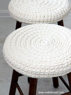 Spiral crochet stool made of T - Shirt yarn by Malkishuart.com