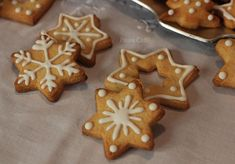 Biscotti di Natale glassati Sugar Craft, Gingerbread Cookies, Biscuits, Food And Drink, Cake, Desserts, Christmas Ideas, Gingerbread Cupcakes, Crack Crackers