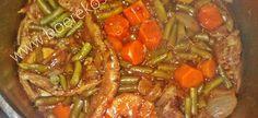 1 kg heel skywe beeskook van jou keuse (dikrib, brisket, chuck ens.) 2 groot uie, opgekap 2 groot aartappels – geskil en in kwart gesny 3 wortels, geskraap en opgekap in hap grootte 2 … Beef Steak Recipes, Slow Cooker Recipes, Cooking Recipes, South African Recipes, Ethnic Recipes, Biltong, Green Bean Casserole, Recipe Search, Grubs
