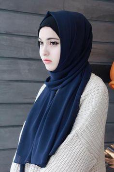 High Quality Chiffon Muslim Hijab for Women. This flowing, sheer, lightweight and silky chiffon colorful hijab is a m Modern Hijab Fashion, Muslim Women Fashion, Arab Girls Hijab, Muslim Girls, Casual Hijab Outfit, Hijab Chic, Beautiful Muslim Women, Beautiful Hijab, Hijabi Girl
