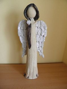 Jsem tu s vámi. Paper Mache Clay, Clay Art, Clay Projects, Clay Crafts, Gato Angel, Clay Angel, Pottery Angels, Diy Angels, Willow Tree Figurines