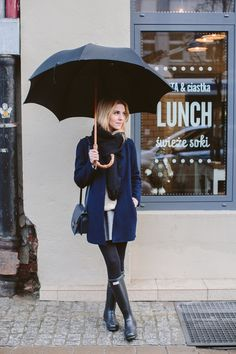 Ideas Black Rain Boats Outfit Spring Umbrellas For 2019 Rainy Outfit, Rainy Day Outfit For Work, Outfit Of The Day, Boots Hunter, Hunter Boots Outfit, Hunter Wellies, Fall Winter Outfits, Autumn Winter Fashion, Spring Outfits