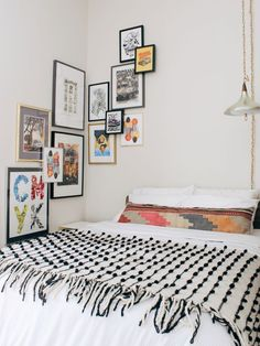 57 Bohemian Bedrooms That'll Make You Want to Redecorate ASAP, Home Decor, corner gallery wall ideas. Bohemian Bedroom Decor, Home Decor Bedroom, Bedroom Furniture, Diy Home Decor, Bedroom Ideas, Bohemian Decorating, Bohemian Wall Art, Bohemian Bedding, Bedroom Designs