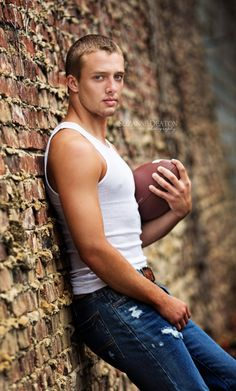 Senior Boy, Senior Sports, football pics, Friday night lights, Suzanne Deaton Photography