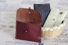 Sew leather coin purse with detailed tutorial and free pattern. You may use it as card pouch. Perfect gift to make for all occasion.