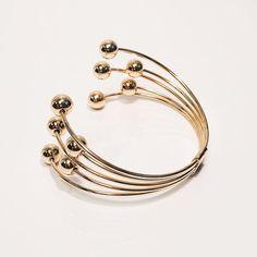 Lightweight wire cuff bracelet w/ sphere ends. Minimalist wrap around design.. #ynsdavidson #bracelet #gold #jotd #jewelry #fashionjewerly #jewelswag #instajewelry #dailyjewelry #chic #modern #daily #cuff #whattowear  #unique #daily