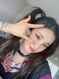 How's our figure in the end of the first week debut performance? Did you enjoy seeing today's ITZY❓ ITZY❗ Good night for all the fans that we missed so much❤️ Kpop Girl Groups, Korean Girl Groups, Kpop Girls, K Pop, Divas, Rapper, Queen, Ulzzang Girl, New Girl