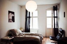 家具やインテリア選びはテーマカラーを決めて。 黒を使うと大人っぽくシックなお部屋になります。