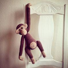 Huge Crocheted monkey Kæmpe Hæklet abe - Rosendahl