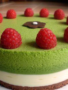 Matcha cake and raspberries Green Tea Dessert, Matcha Dessert, Pastry Recipes, Cake Recipes, Dessert Recipes, Green Tea Recipes, Sweet Recipes, Matcha Tee, Kreative Desserts
