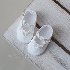 Baptism shoes, baby christening shoes for girl, baby christening booties, baptism booties, baptism shoes with flowers – Shoes Cute Baby Shoes, Baby Girl Shoes, Kid Shoes, Girls Shoes, 1st Birthday Girl Dress, Baby Blessing Dress, Christening Shoes, Baby Girl Baptism, Baby Girl Quilts