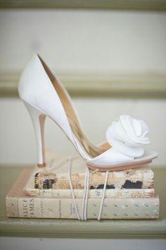 For The Simple Bride: Simple, feminine, understated wedding heels.