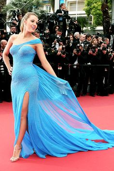 "Blake Lively Reynolds - ""The BFG (Le Bon Gros Geant - Le BGG)"" premiere during the annual Cannes Film Festival at the Palais des Festivals on May 2016 in Cannes, France. Blake Lively Baby, Blake Lively Cannes, Blake Lively Dress, Blake Lively Style, Beautiful Dresses, Nice Dresses, Looks Pinterest, Robes Glamour, Look Star"