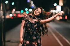 Foto tumblr na rua a noite♥♡<3 Urban Photography, Street Photography, Portrait Photography, Debut Photoshoot, Photos Tumblr, Cute Girl Photo, Just Girl Things, Girls Dp, Tumblr Girls