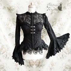 Blouse Maeror with heart shaped necklineSeams inspired by late Victorian fashion
