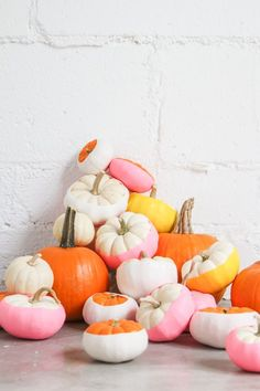 The best Easy Halloween Pumpkin Design Ideas are now at your fingertips! These Halloween pumpkin designs are sure to impress your kids… Halloween Pumpkin Designs, Easy Halloween, Halloween Pumpkins, Halloween Crafts, Halloween Decorations, Pumpkin Decorations, Funny Halloween, Modern Halloween Decor, Pink Halloween