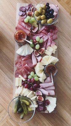 Vorspeise - Grill & Party - - Entwurf - Food and Drink - Plateau Charcuterie, Charcuterie And Cheese Board, Cheese Boards, Party Food Platters, Cheese Platters, Cheese Table, Food Buffet, Party Trays, Appetizers For Party