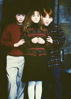 Harry Potter, Hermione Granger, and Ron Weasley. The Golden Trio! Harry Potter World, Mundo Harry Potter, Harry Potter Cast, Harry Potter Characters, Harry Potter Love, Harry Potter Universal, Harry Potter Memes, Harry Potter Children, Harry Potter Wattpad