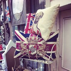 Antique Market - London - @ReadKnitTea ~ The pug pillow is amazing!