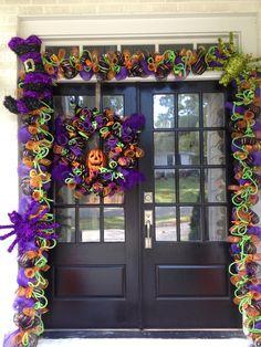 My Completed Halloween Door 2012 Halloween Garland, Halloween Door, Halloween Signs, Halloween Stuff, Holidays Halloween, Halloween Themes, Filthy Rich, Door Trims, Holiday Decorating