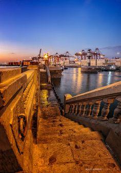 """El faro y su puerto - Copyright ©Jesús Guerra  Chucuito / Callao - PERÚ Galería completa en: <a href=""""http://www.facebook.com/jesusguerrafoto"""">www.facebook.com/jesusguerrafoto</a>"""