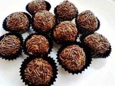 Bola Bola Coklat - Berikut ini ada cara membuat video resep bola bola coklat kacang biskuit regal marie keju meses oreo ncc ala master chef yang paling enak serta sederhana.