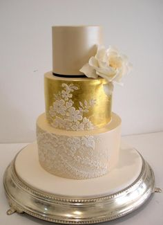 Cake inspiration - delicate lace stenciling #wedding #cake #lace