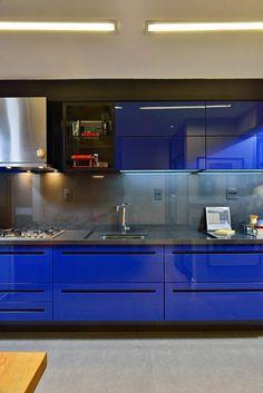 Cozinha azul.