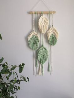 Small Macrame Wall Hanging, Feathers, Nursery, Boho Home Decor This panel is woven of big feather Macrame Wall Hanging Patterns, Yarn Wall Hanging, Macrame Art, Macrame Design, Macrame Projects, Macrame Patterns, Macrame Jewelry, Creation Deco, Etsy