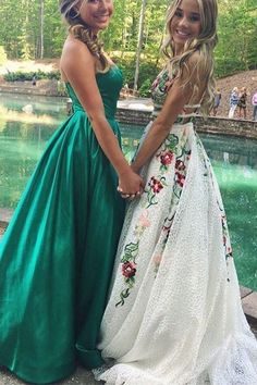 Buy Elegant White Lace Long Prom Dresses Floral Print Backless V Neck Evening Dresses in uk.Shop our beautiful collection of unique and convertible long Prom dresses from PromDress.uk,offers long bridesmaid dresses for women in the UK. Prom Dresses For Teens, Hoco Dresses, Homecoming Dresses, Evening Dresses, Party Dresses, Teen Dresses, Ivory Prom Dresses, Prom Outfits, Club Outfits