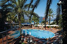 Hotel Elegance is een prachtig en sfeervol, 4.5-sterren hotel met een goede ligging aan een eigen privé-strand. Dit stijlvolle hotel is met haar 3 restaurants, 5 bars, nachtclub, 2 zwembaden, faciliteiten voor kinderen en verschillende animatieprogramma's een echte aanrader voor jong en oud. Hotel Elegance is gelegen aan de wandelboulevard die grenst aan het strand. Het oude centrum van Marmaris ligt op 1.5 km en het centrum van Icmeler ligt op circa 6 km afstand.  Officiële categorie *****